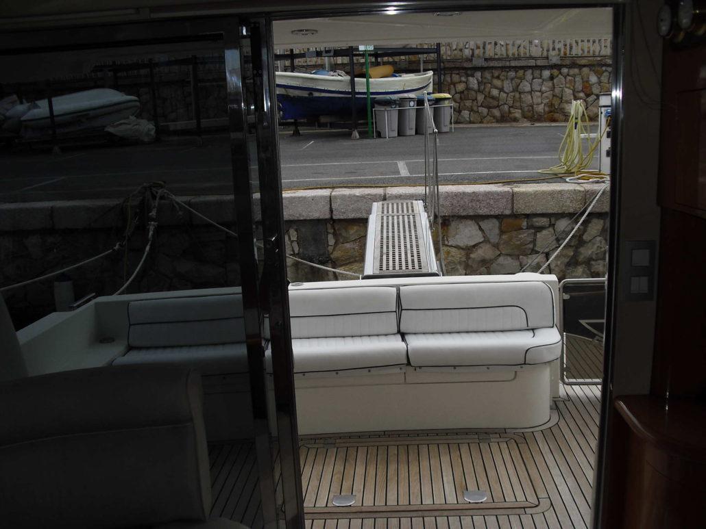Aft terrace / Terraza de popa