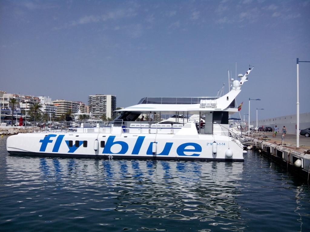 Fly Blue motor catamaran / Catamaran de motor Fly Blue