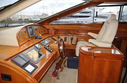 Steering wheel of Astondoa 72 / Timonera del Astondoa 72