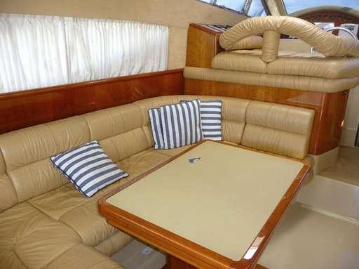 Ferretti 430 seating area / Zona de estar del Ferretti 430