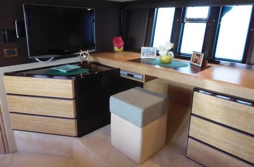 Office of Azimut 58 flay / Despacho del Azimut 58 Flay