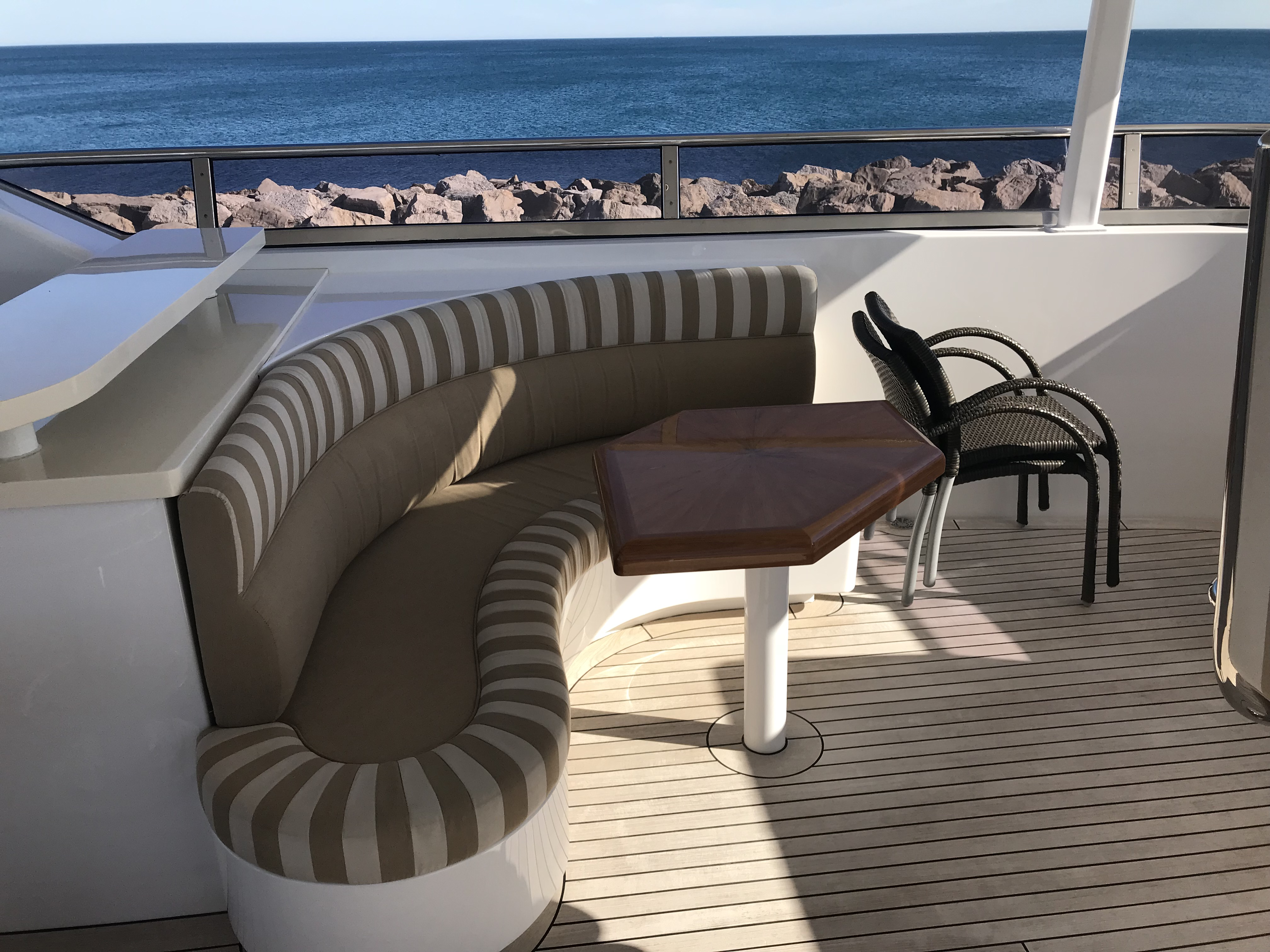 Terrace seating area / Zona de estar en terraza