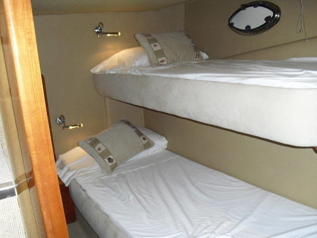 Cabin with b unk beds / Camarote con literas