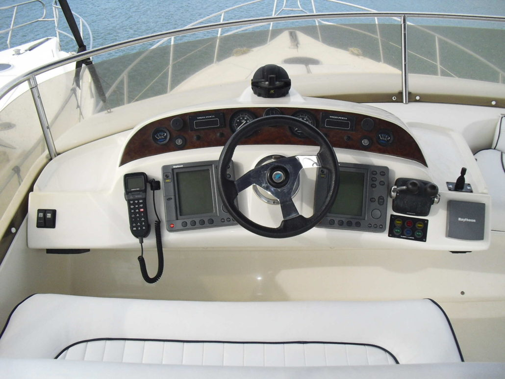 Captain's wheelhouse / Timonera del capitán