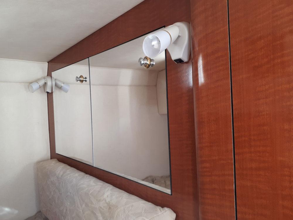 Wardrobe with mirror / Armario con espejo