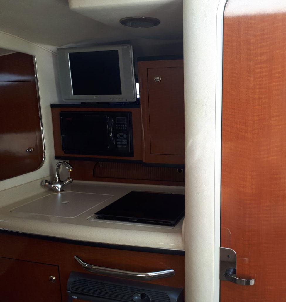 Kitchen of the Sea Ray 315 / Cocina del Sea Ray 315