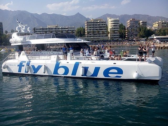 Fly Blue sailing / Fly Blue navegando