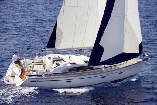 Bavaria 40 sailing / Bavaria 40 navegando