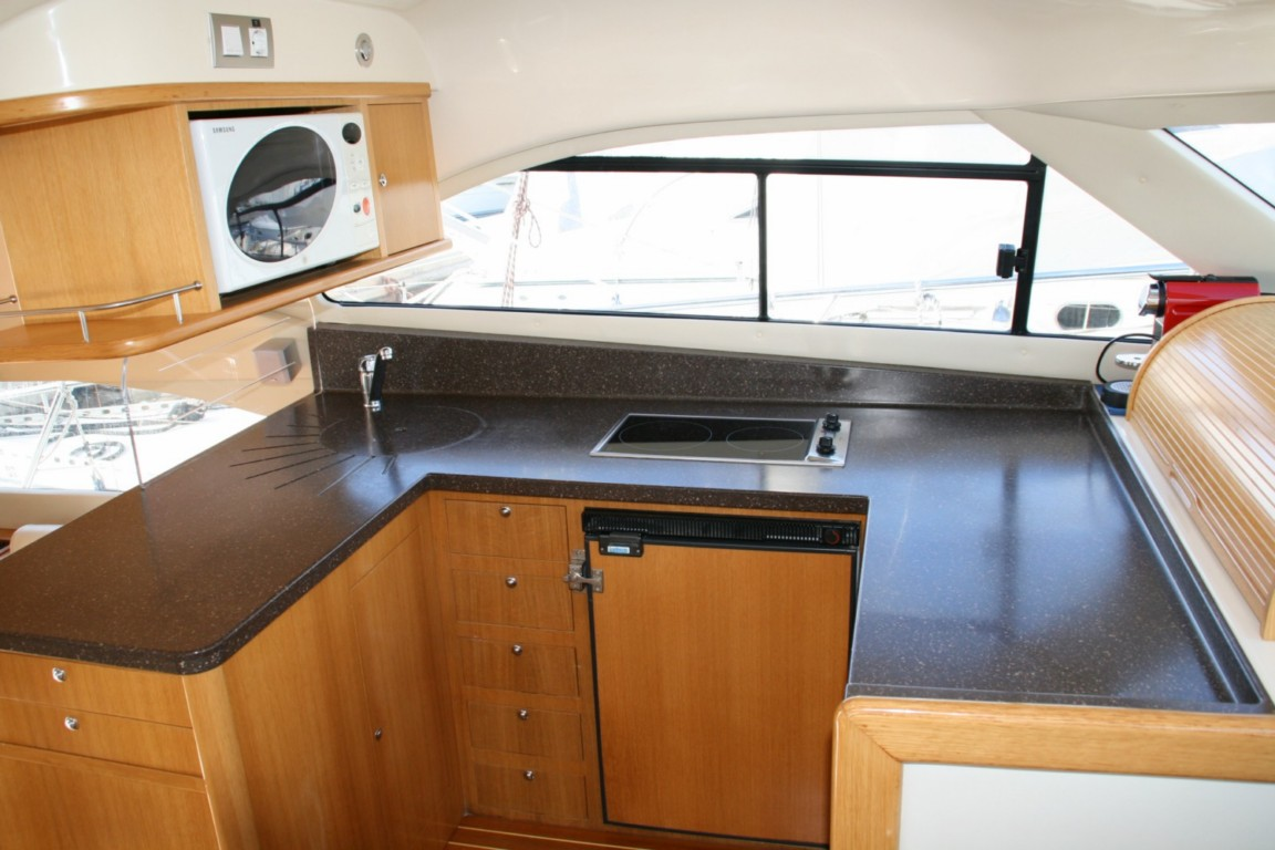 Kitchen of the Rodman 41 fly / Cocina del Rodman 41 fly