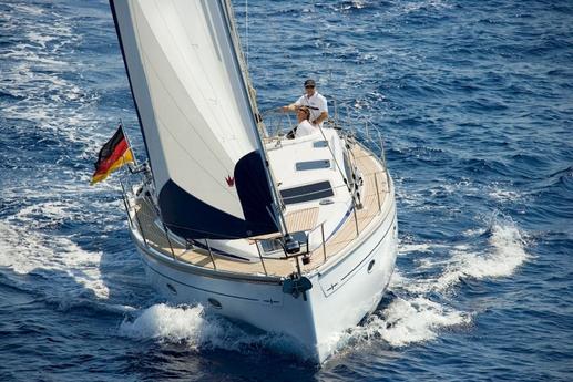 Bavaria 40 sailing / Bavaria 40 a vela