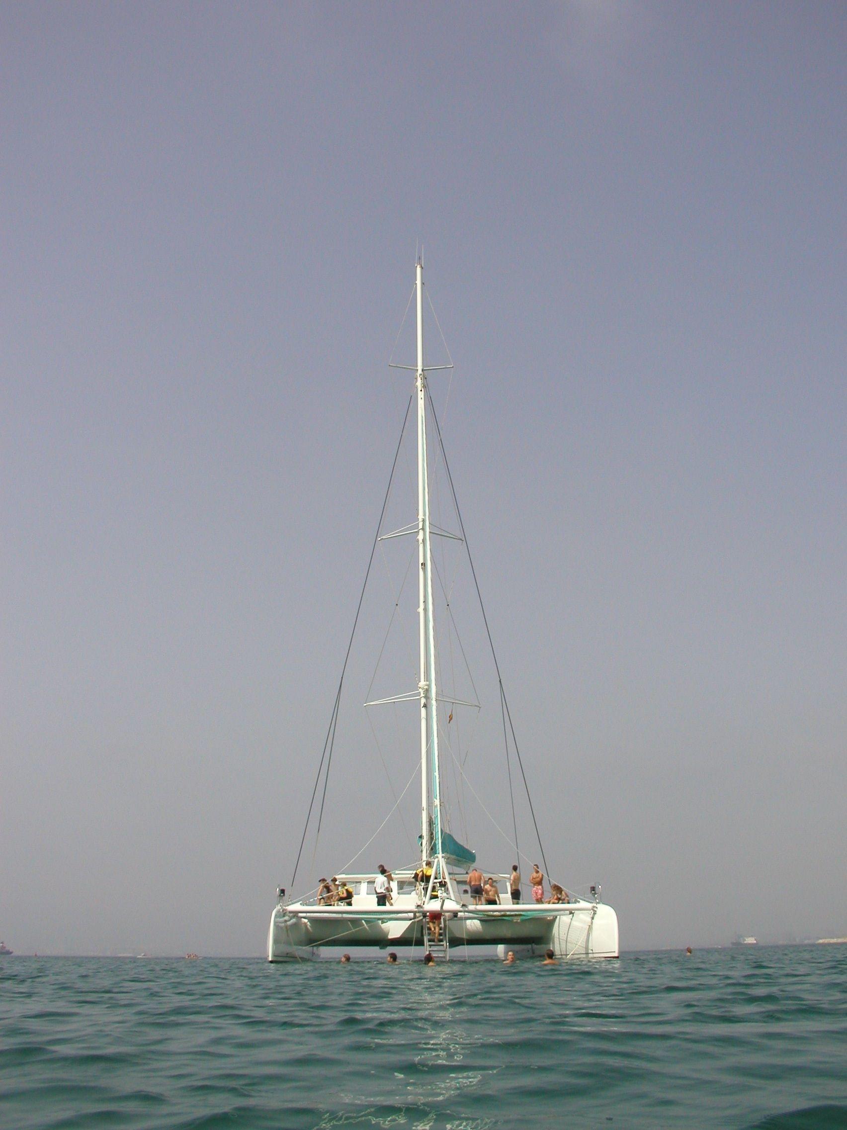 Motor catamaran / Catamaran a motor