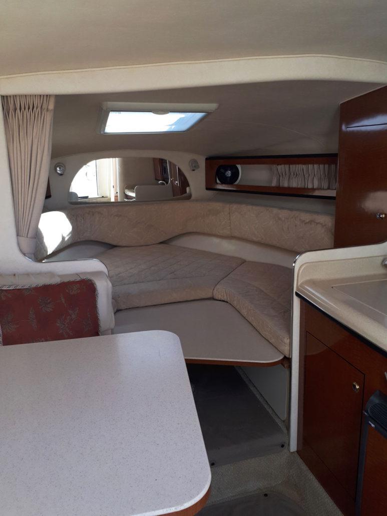 Interior of the Sea Ray 315 / Interior del Sea Ray 315