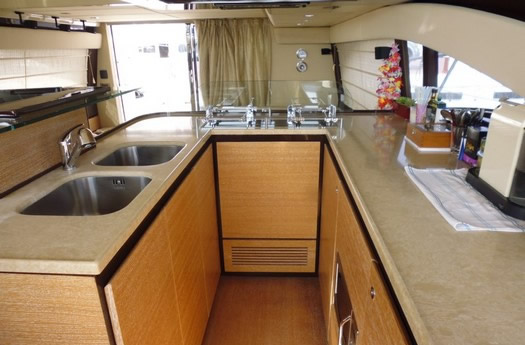 Kitchen of Azimut 58 Fly / Cocina del Azimut 58 Flay