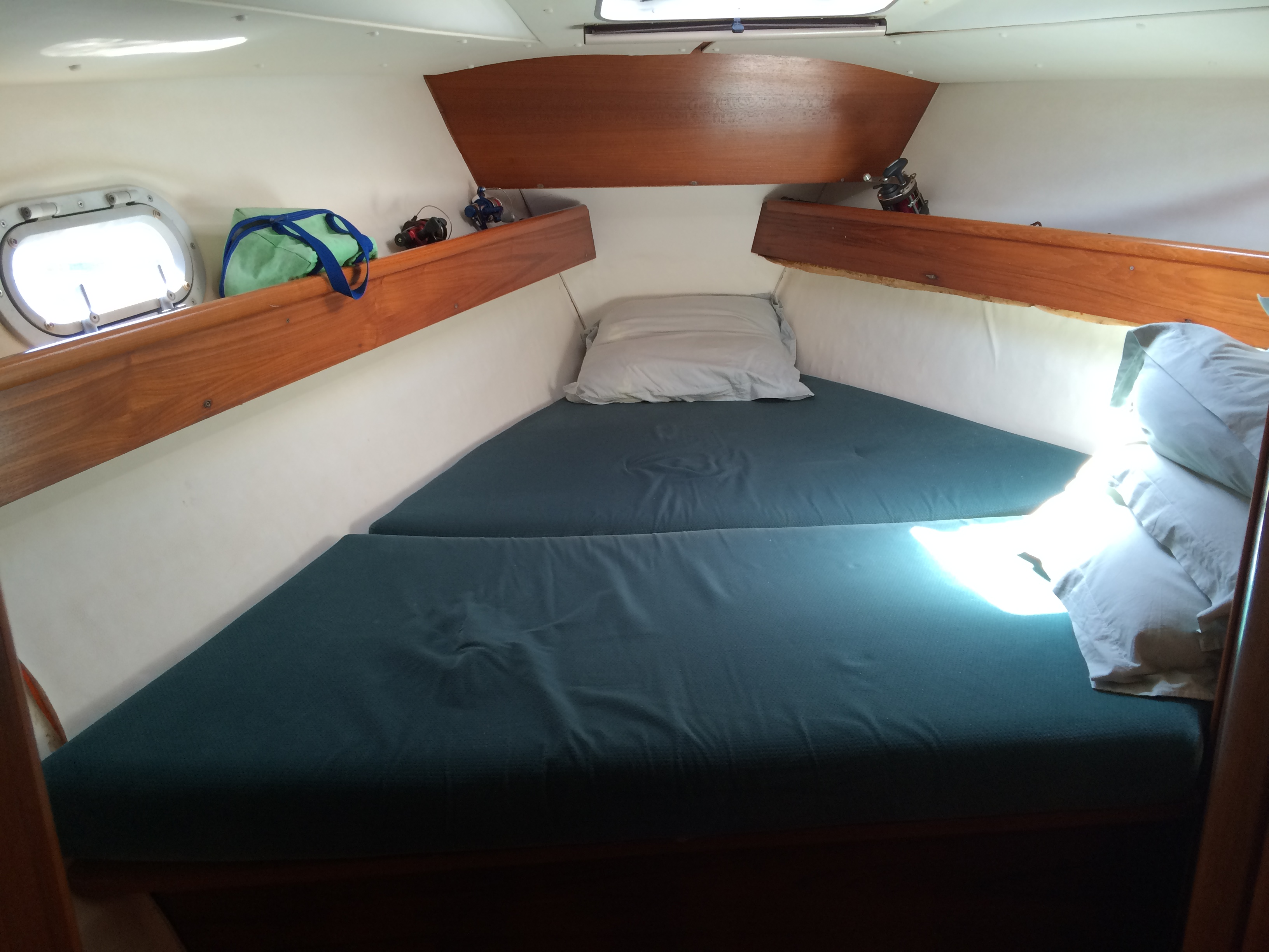 Forward cabin / Camarote de proa