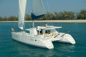 Lagon 440 with capacity for 25 passengers / Lagoon 440 con capacidad para 25 pasajeros