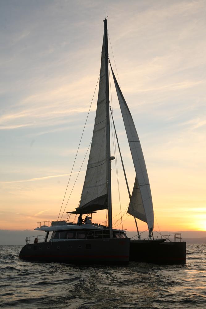 Catamarán Sunreef 62 sailing / Catamaran Sunreef 62 a vela