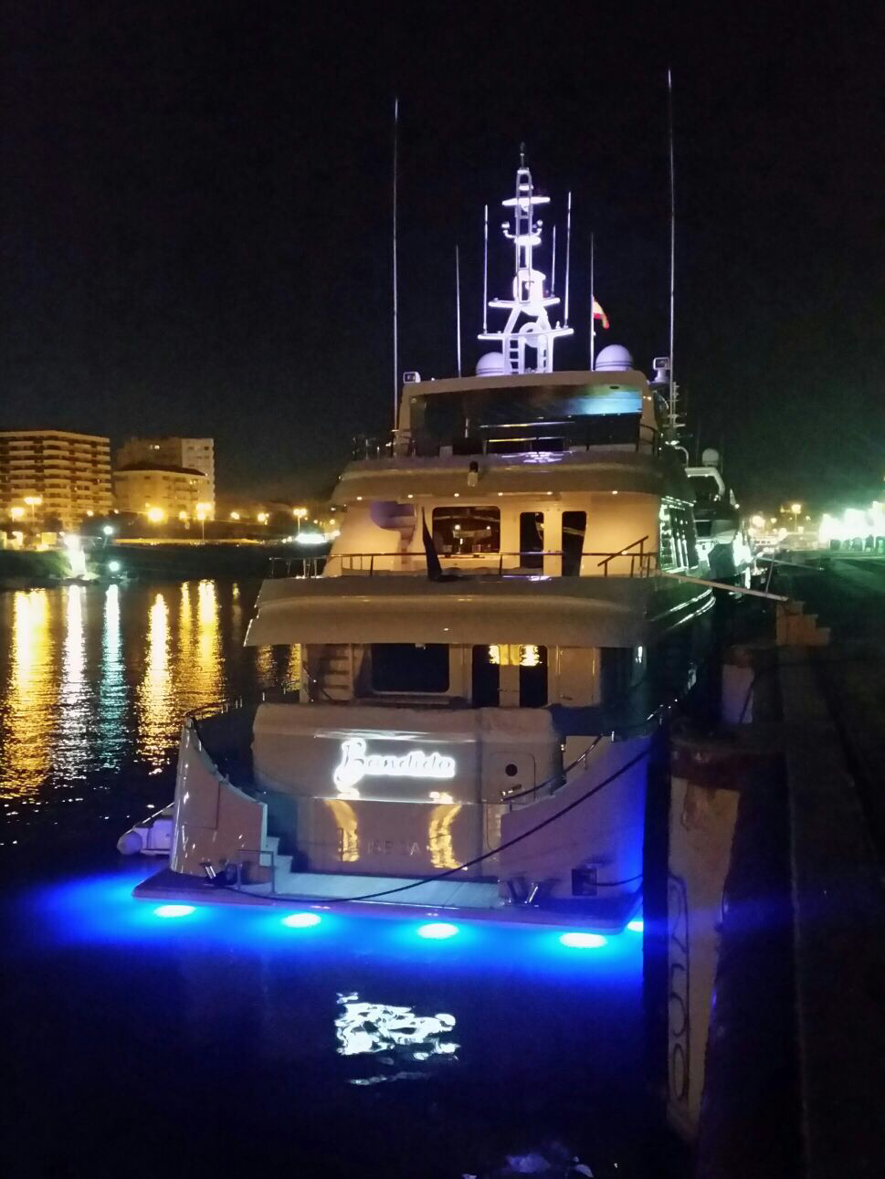 Bandido 90 with night lights / Bandido con luces nocturnas
