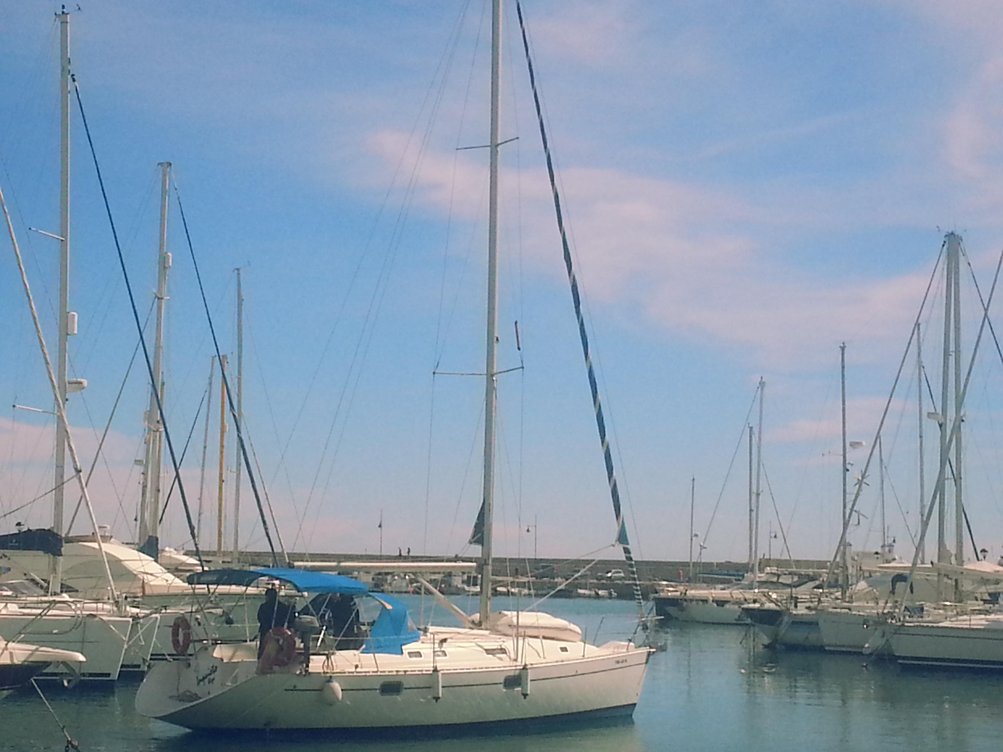 Oceanis 351 in the port of Estepona /Oceanis 351 en el puerto de Estepona