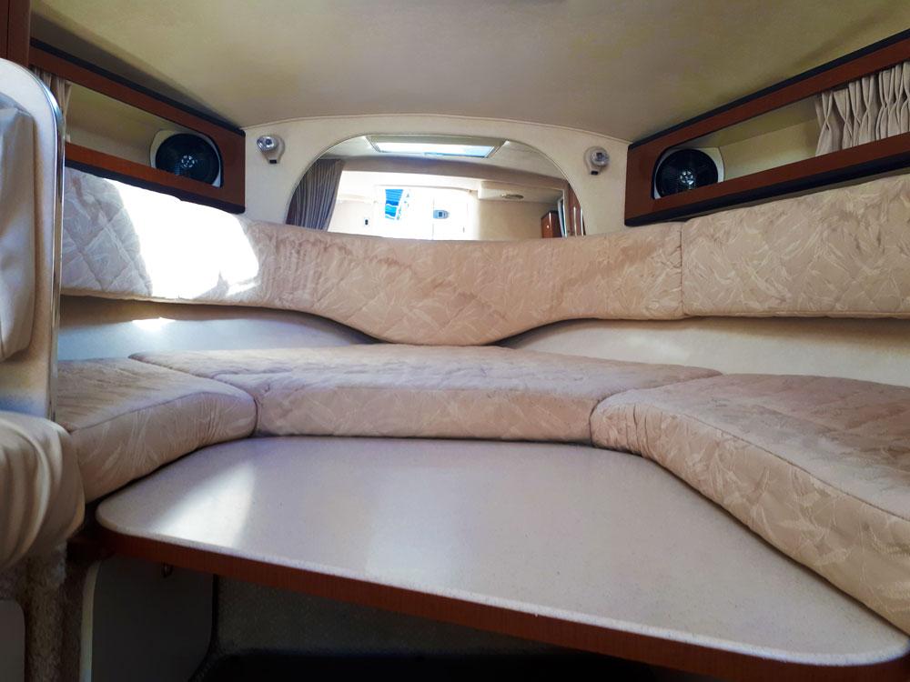 Living area convertible into bed / Zona de estar convertible en cama