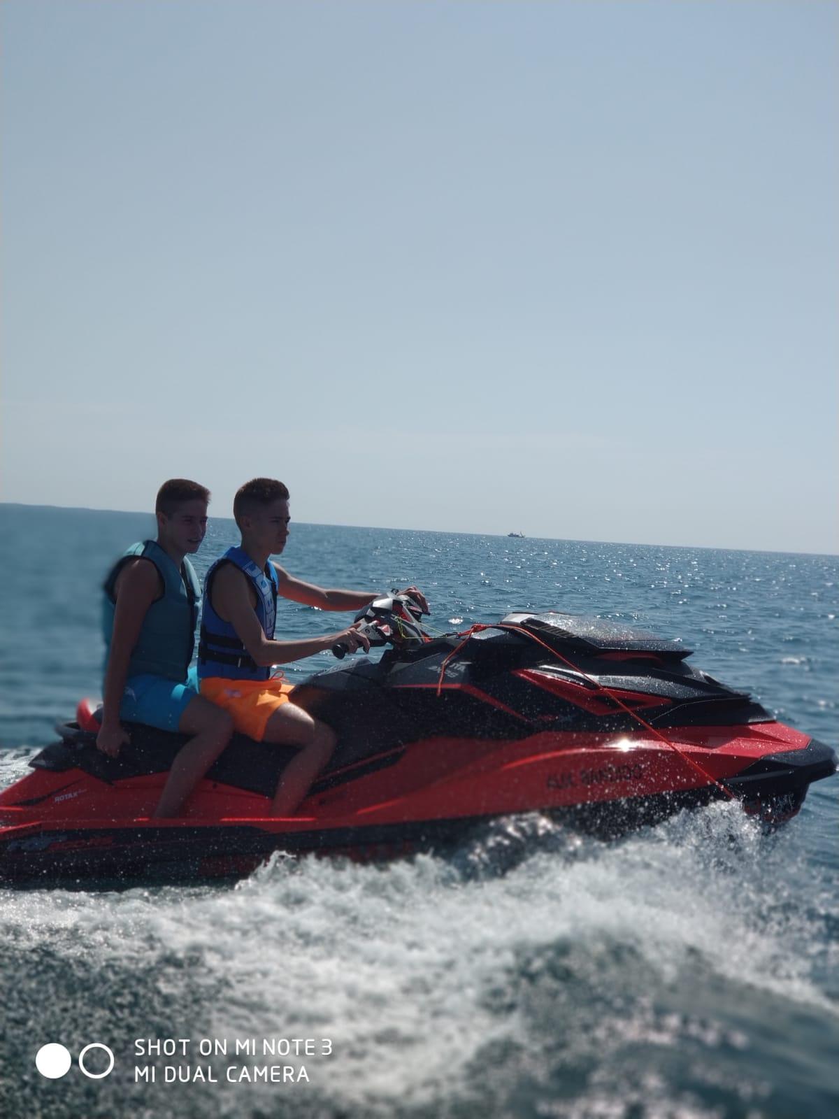 Watercraft of the Bandido 90 / Moto de agua del Bandido 90