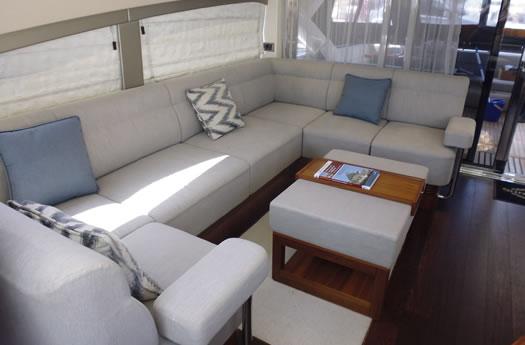 Sunseeker 68 Sport Yacht main salon / Salon principal del Sunseeker 68 Sport Yacht