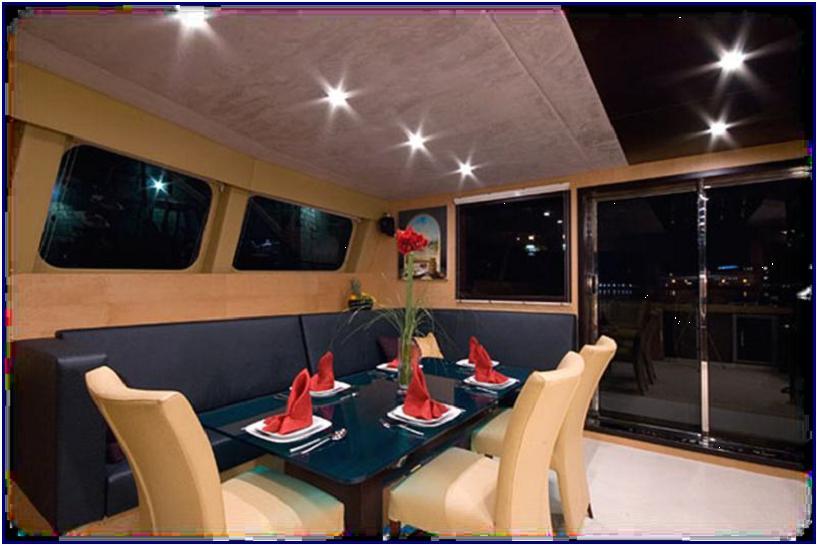 Indoor dining room / Comedor interior