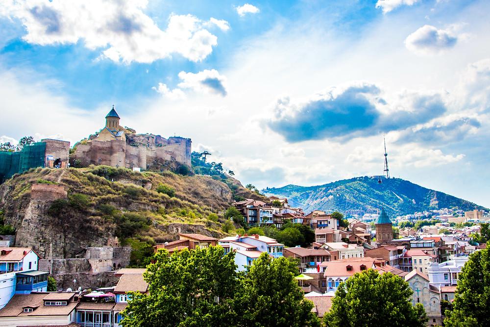 תצפית על העיר העתיקה ממסעדת Tiflis Veranda