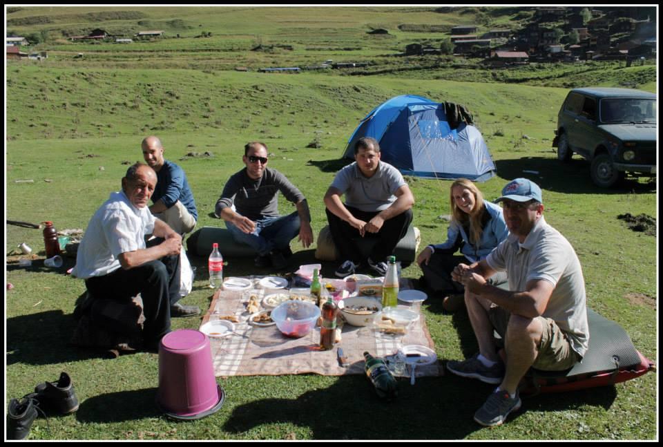 לינה באוהלים באזור טושתי ובישול ארוחה בטבע