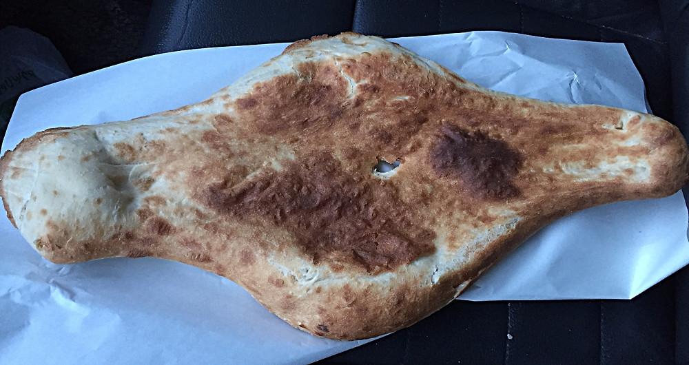 לחם (פורי) חם חם מהתנור