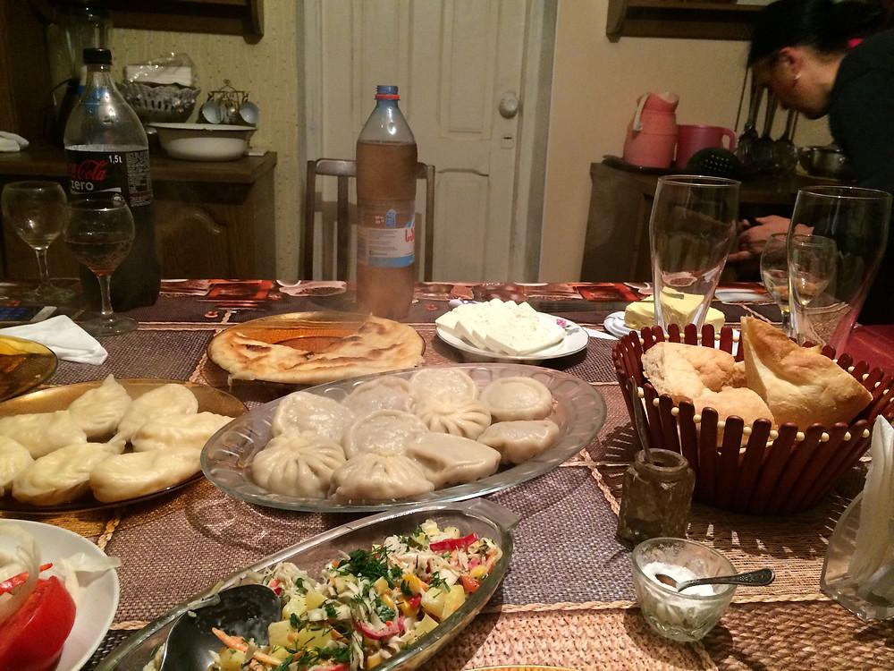 ארוחה גאורגית אצל מארחים מקומיים
