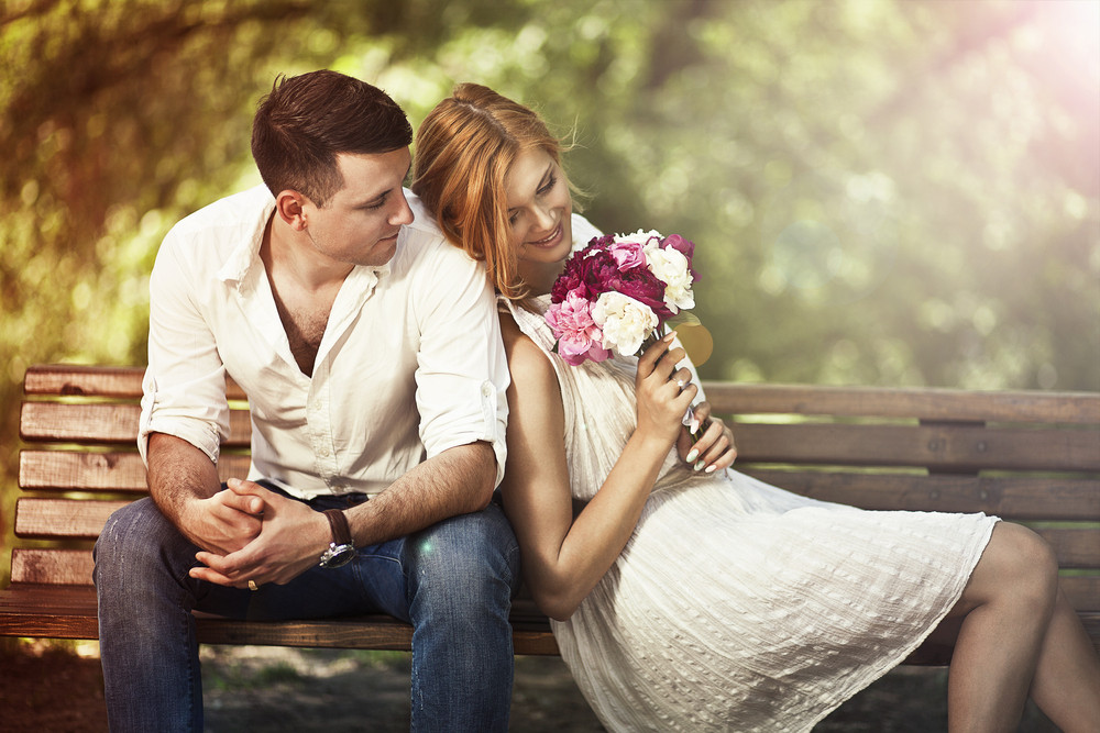 Blog 12Voyance - Reconnaître un homme amoureux, nos 8 conseils