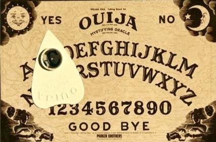 Blog 12Voyance - Ouija : Esprit es-tu là ?