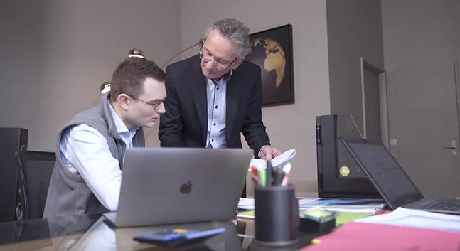 Ken et Sven au bureau.png