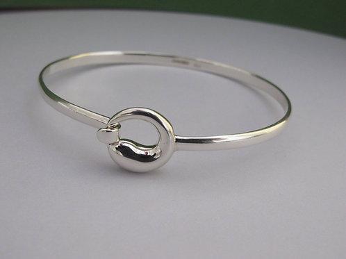 A  Swirl circle, clipped silver bangle