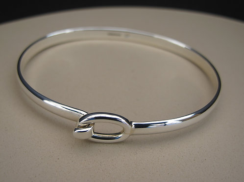 Solid Silver, Oval end bangle