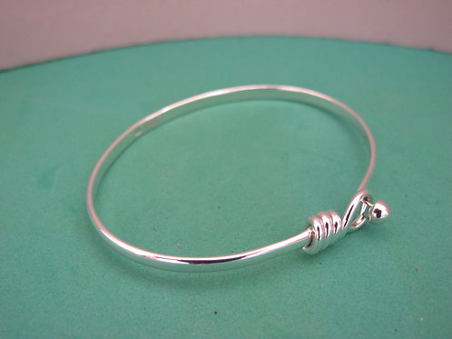 Circle end solid silver bangle