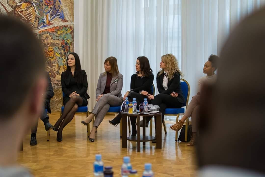 The President of the Republic of North Macedonia, Stevo Pendarovski, received today a group of students from the Swiss UMEF University of Geneva, who are paying a study visit to the FON University in Skopje.