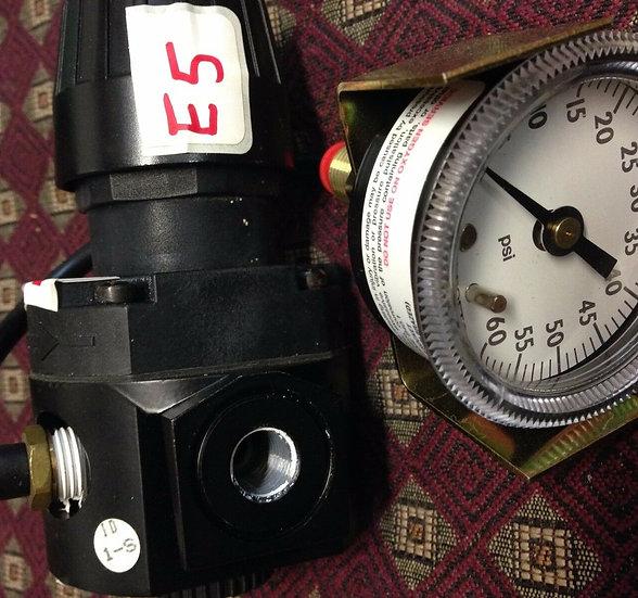 Wilkerson R16-02-000A G01 Inlet Air Pressure Regulator 300 PSIG Max 21 Bar