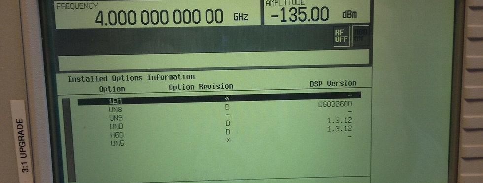 Agilent / HP E4433A  250 kHz to 4 GHz Digital RF Signal Generator W OPTIONS