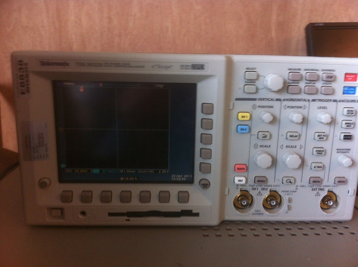 Tektronix TDS3032 300 MHz 2.5 GS/s Digital Phosphor Oscilloscope