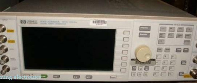 HP ESG-D3000A Digital Signal Generator W/Opt. 1e5, 1eh