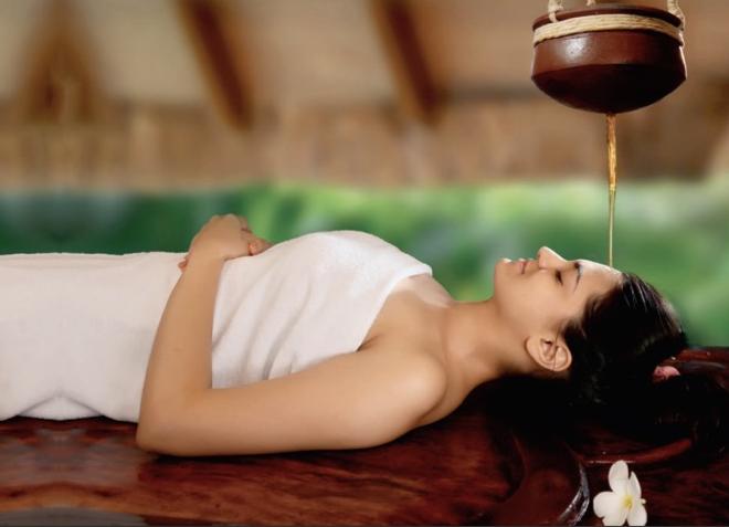 Massage Abhayagam /Shirodhara