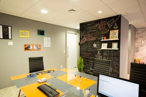 fotografia sala de reunião de coworking