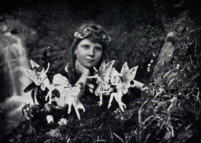 cottingley_fairies_1_article-1024x729.jp