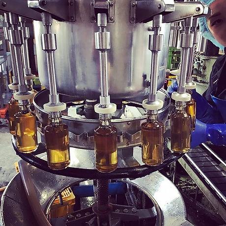 長野県上田市塩田平の梅部会さんの梅ジュースの瓶詰めでした🍹_毎日朝晩梅を攪拌し