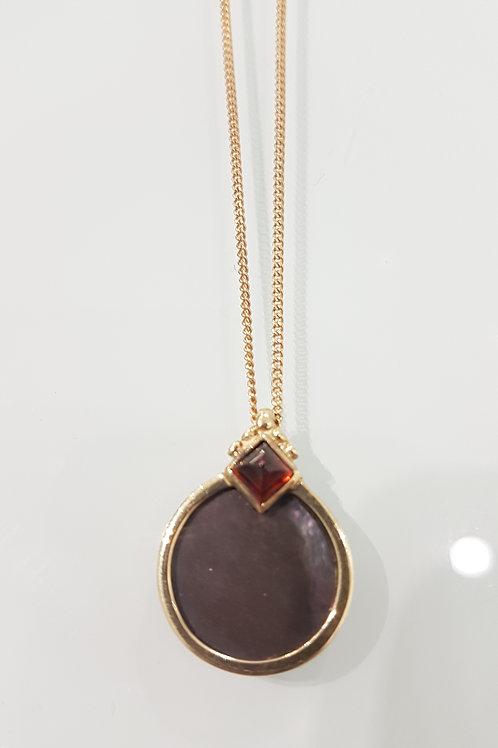 9ct gold garnet & mother of pearl pendant