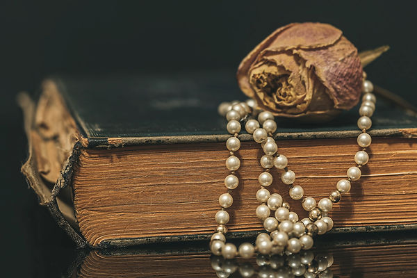 pearl-necklace-4811103_1920.jpg