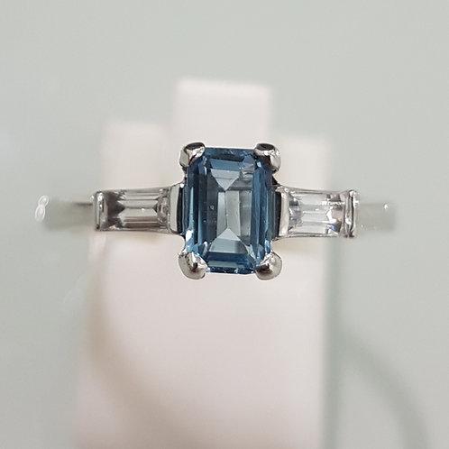 9ct gold Aquamarine ring