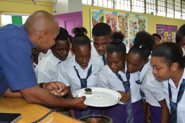 marine-scientist-teaches-jamaican-high-s