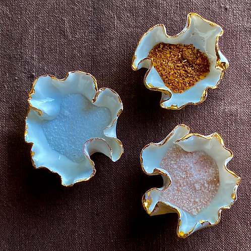Porcelain pinch pots with gold detail